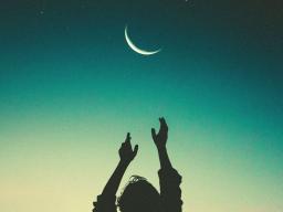 Webinar: Neumond-Meditation - Julikraft, Sonnwend & der Archetyp der Hebamme