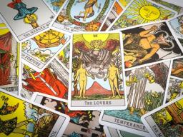Webinar: Sonja unterstützt Sie in jeder Lebensphase durch Kartenlegen, Hellsicht und als Licht- und Engelmedium. Einzelsitung 30 Minuten